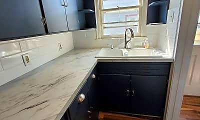 Kitchen, 840 SW Parkview St, 1