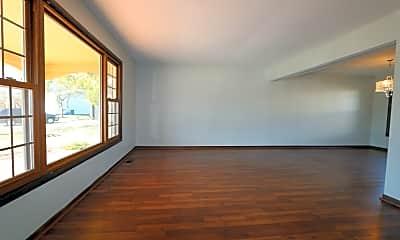 Living Room, 5S681 Heather Ct, 1