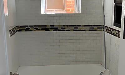 Bathroom, 615 S Centre St, 2
