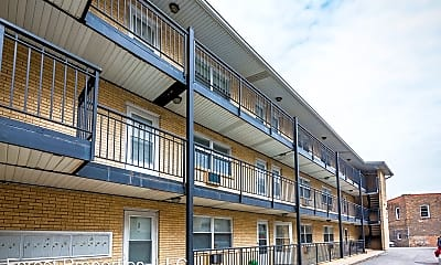 Building, 1004 Des Plaines Ave, 0