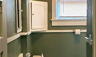 Bathroom, 1019 W Rowan St, 2