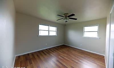Bedroom, 1607 E Everglade Ave, 2