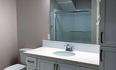 Bathroom, 7100 N Greenwich Ave, 2