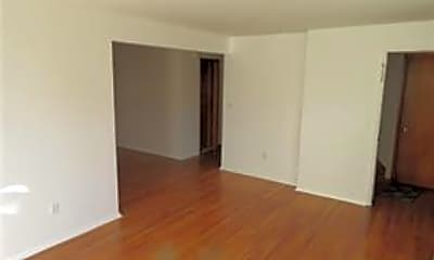 150 Wedgewood Living room opens to the dinnng room.jpg, 150 Wedgewood Ave, 1