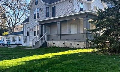 Building, 906 E Burlington St, 2