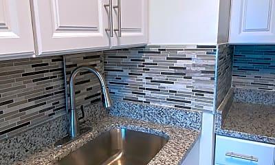 Kitchen, 10201 Grosvenor pl, 1