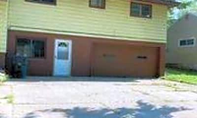 Building, 558 Garnette Rd, 2