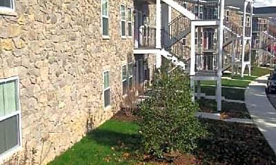 Courtyard, Laurel Gardens LLC, 0