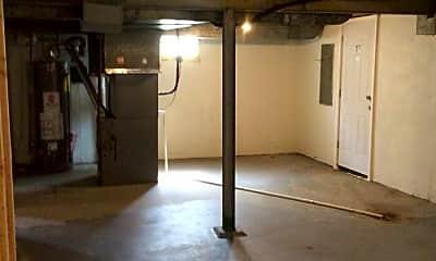 Bathroom, 7516 Shaftesbury Ave, 2