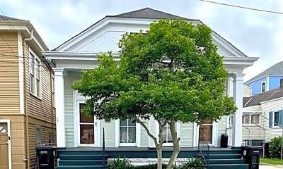Building, 636 N St Patrick St, 0
