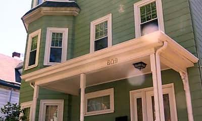Building, 609 Salem St, 2