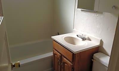 Bathroom, 1003 E Rio Grande St, 1