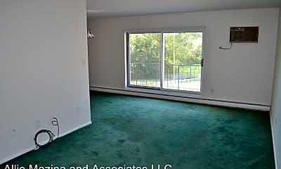 Living Room, 355 Solon Rd, 1