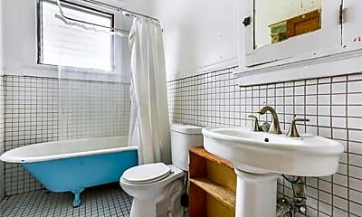 Bathroom, 1925 Arts St, 2