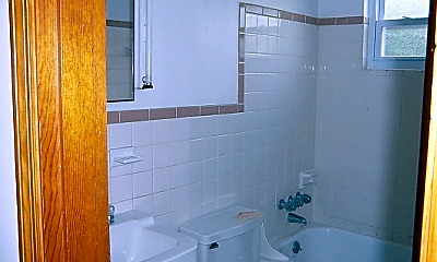 Bathroom, 780 Ohio Pike, 2