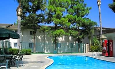 Loma Vista Apartments, 1