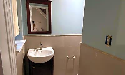 Bathroom, 2422 Cedar St, 2