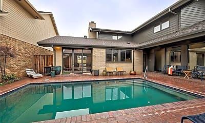 Pool, 609 E Oak Pl, 1