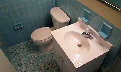Bathroom, 2522 Columbia Ave, 2