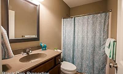 Bathroom, 4725 Plumthicket Dr, 2