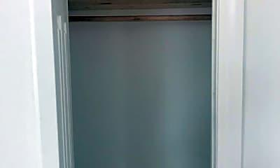 Bathroom, 135 E 35th St, 1