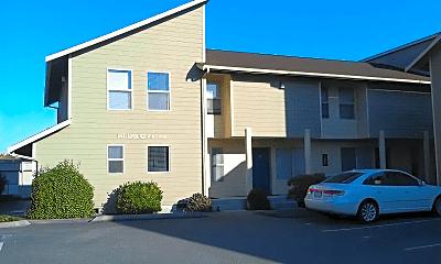 Building, 480 S Oak Harbor St, 1