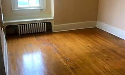 Living Room, 33 W Fayette St 5, 1