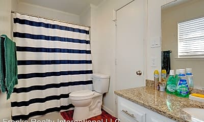 Bathroom, 8601 Jacksboro Hwy, 2