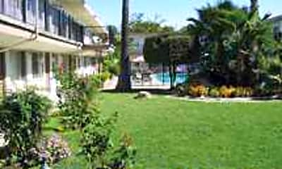 Royal Gardens Apartments, 2