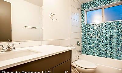 Bathroom, 2122 E Jefferson St, 2