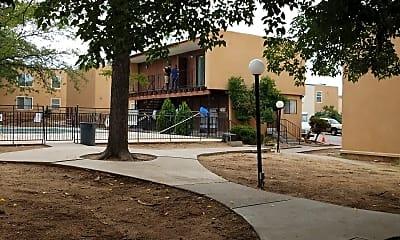 Los Manzanos Apartments, 2