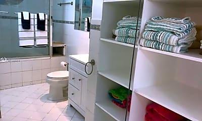 Bathroom, 640 Tennis Club Dr 104, 2