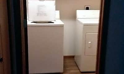 Bathroom, 828 Prairie Ln, 2