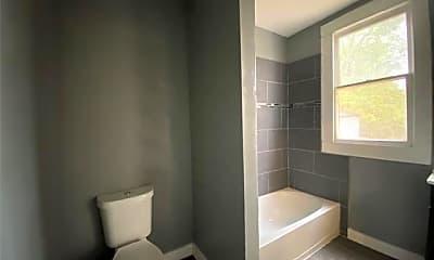 Bathroom, 1106 Esplanade St 5, 2