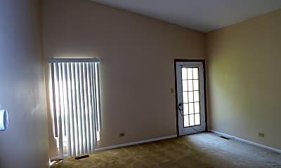 Living Room, 258 Whitewood Dr, 2