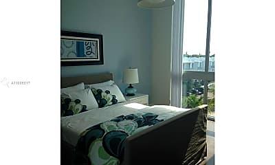 Bedroom, 2100 Van Buren St 421, 2