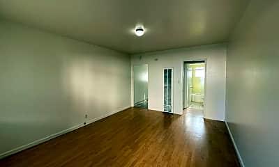 Living Room, 368 N 4th St, 1