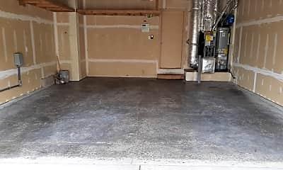 Garage.jpg, 10114 184th St E, 2