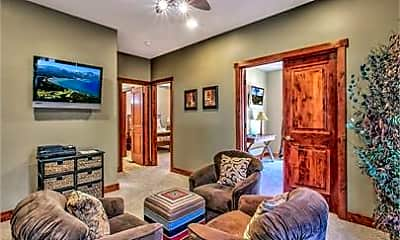 Living Room, 4081 Greenwood Rd, 2