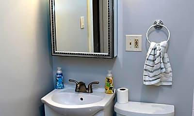 Bathroom, 4923 NE 16th Ave, 2