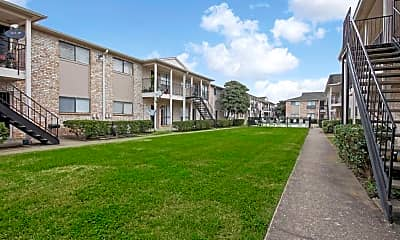 Courtyard, The Park at Ferryhill, 2