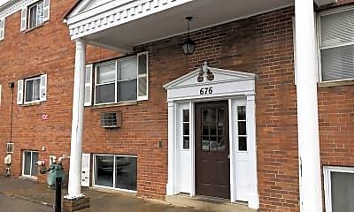Kitchen, 676 Riverview Dr, 2