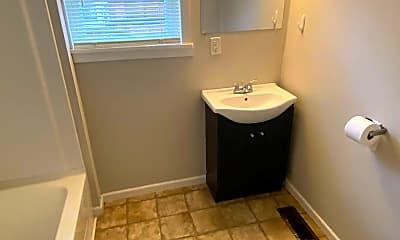 Bathroom, 926 S Center St, 2