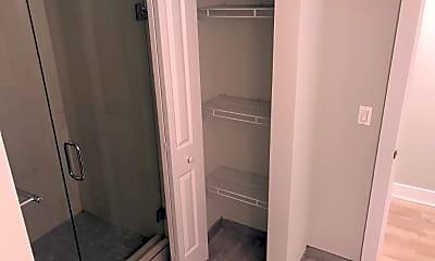 Bathroom, 2626 N Rockwell St, 1