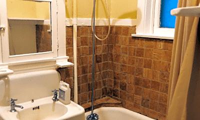 Bathroom, 1825 W Cortland St, 2