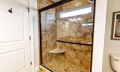 Bathroom, 613 Rotunda St, 2
