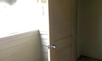Bathroom, 980 NE Walnut Blvd, 2