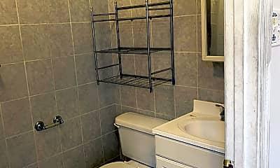 Bathroom, 328 S Calhoun St, 2