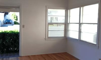 Living Room, 580 W Franklin St, 1