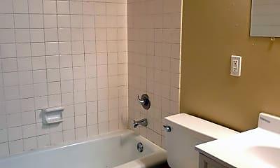 Bathroom, 629 Franklin Ave, 2